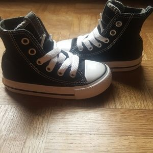 Converse Shoes - 😎Black and white  high top converse infant size 5